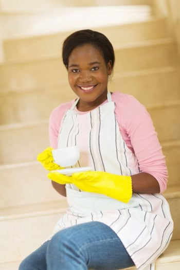 Trust me when I tell you that you need to know these bathroom cleaning hacks. Try using black tea to clean your bathroom mirror. I swear by this!