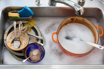 10 Cleaning Hacks for People Who Hate Doing the Dishes - 101 Days of Organization| Cleaning, Cleaning Hacks, Cleaning Tips, Clean Home, Clean Home Hacks, Home Cleaning Tips