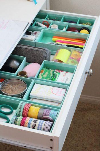 12 Ways to Organize Your Tiny Desk4
