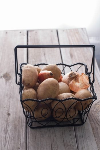 Use a wire basket to store produce. It promotes freshness and prevents closed drawers from getting gross. Use a wire basket to store produce. It promotes freshness and prevents closed drawers from getting gross.