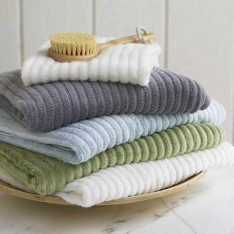 How to Get the Softest Towels Tried-and-True Tips| Towels, How to Soften Towels, Quick Ways to Soften Towels, Laundry Hacks, Laundry Tips and Tricks, Clean Home, Clean Home Hacks, Clean Home Tips and Tricks, How to Make Laundry Easier