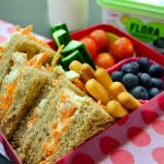 Quick and easy ways to get rid of stinky lunchbox odors| Lunch Boxes, Lunch Box Tips and Tricks, How to Clean A Lunch Box, Cleaning Lunchboxes, Cleaning, Cleaning Tips, School Lunches, School Lunch Tips and Tricks #LunchboxOdors #Cleaning #CleaningTipsandTricks #SmellHacks
