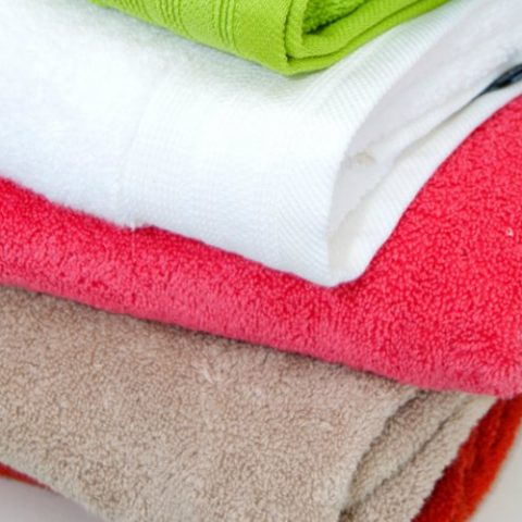 Remove the Mildew Smell from Your Towels| Mildew, Remove Mildew, How to Wash Towels, How to Correctly Wash Towels, Towel Hacks, DIY Towel Hacks, Laundry, Laundry DIYs, DIY Laundry, Laundry Tips and Tricks, Popular Pin #Towel #Laundry #DIYLaundry #Mildew