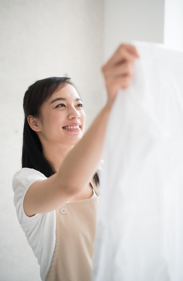 Want to know how to get bright white clothes with a tried and true method? You will be smiling with how white your clothes are!