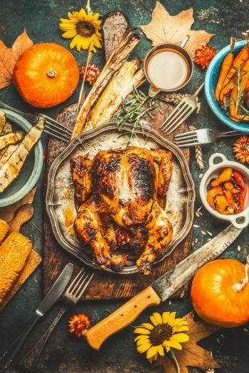 Cooking a Thanksgiving dinner is a lot to handle. Try out these organization hacks for Thanksgiving to have the best dinner ever.