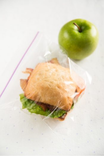 Ziplock Bags are good for so many different things. These Ziploc Bag organizing ideas will make you so excited to start organizing. Check out these organizing tips!