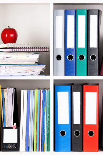 There is nothing worse than having paper clutter everywhere! These amazing tips will show you the best way to organize paper clutter. Using binders is one of the best ways to stay organized.