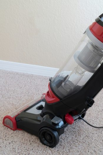 How do you feel about vacuuming? If you're like us, you actually love it. And you also love vacuuming hacks that make it easier! Check out these amazing vacuuming tips!