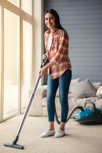 How do you feel about vacuuming? If you're like us, you actually love it. And you also love vacuuming hacks that make it easier!
