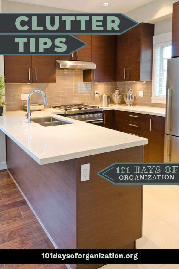 Must-know clutter tips to help you clean up and pare down. Clutter is notorious for making a room look smaller, so cleaning it up gives you more room to breathe! #101daysoforganizationblog #cluttertips #homeorganization