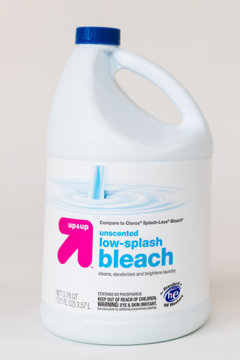Sanitizing wipes are definitely in demand right now, but if you can't find any on the store shelves you can make your own DIY Clorox wipes with bleach. Take a look!