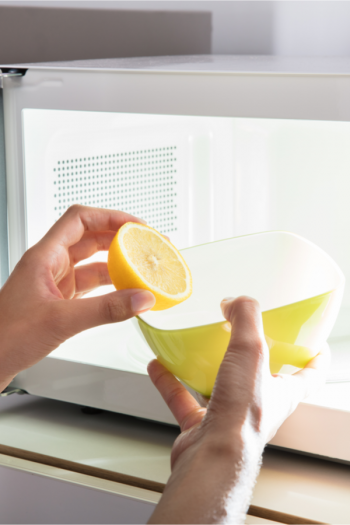Clean the microwave with lemon and have the clean interior you want in no time! Lemon, heat, and steam make it easier to clean your microwave. Check it out!