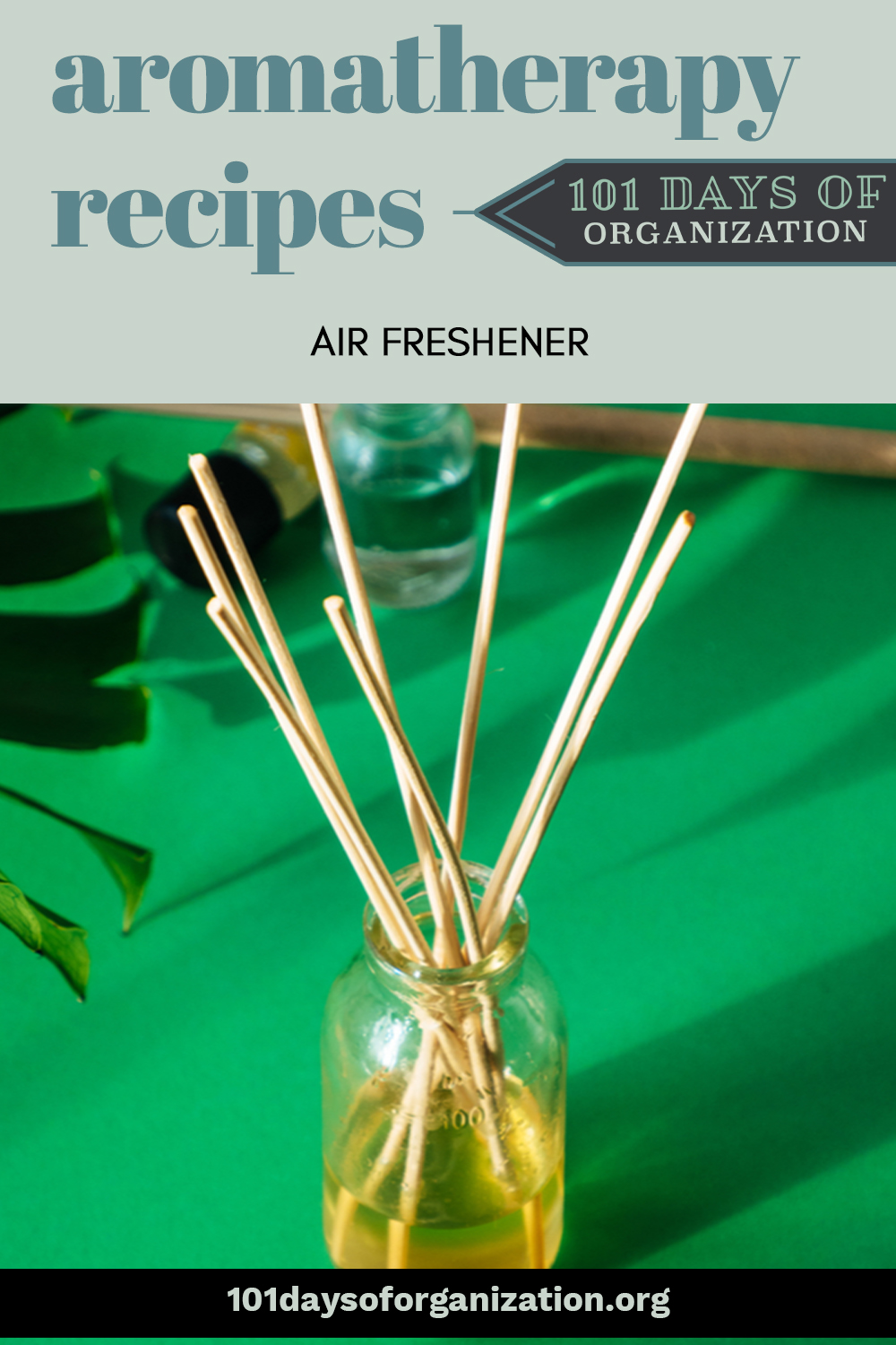 Aromatherapy recipes to give you air freshening power all year long. Different seasons call for different scents. Learn which oils fit best with each season! #101daysoforganizationblog #aromatherapyrecipesairfreshener