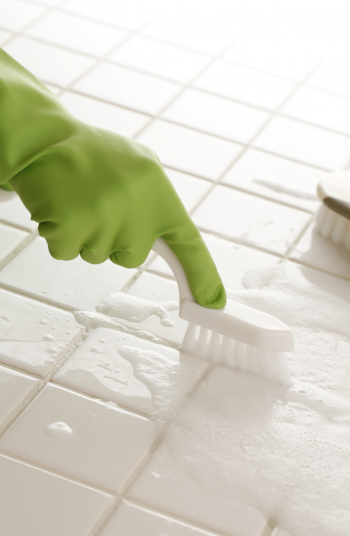 Here are some surprising {and awesome} Epsom salt uses for cleaning. You will be amazed at how well it cleans grout!