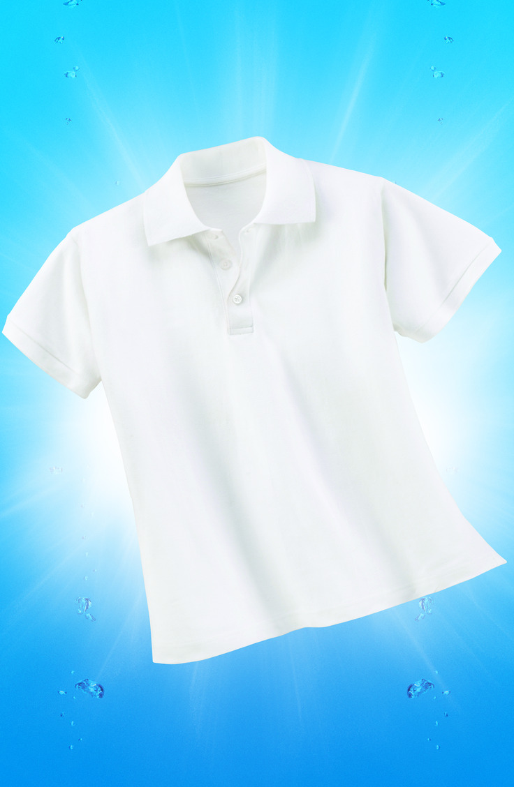 Want to know how to get bright white clothes with a tried and true method? You don't even need to use bleach to get your shirts looking this white!