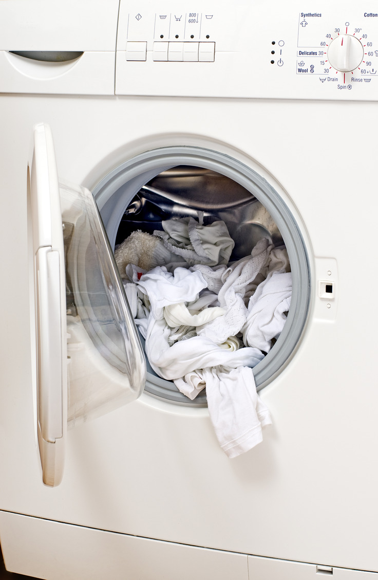 Want to know how to get bright white clothes with a tried and true method? Sometimes it can be as simple as adding vinegar to your laundry.