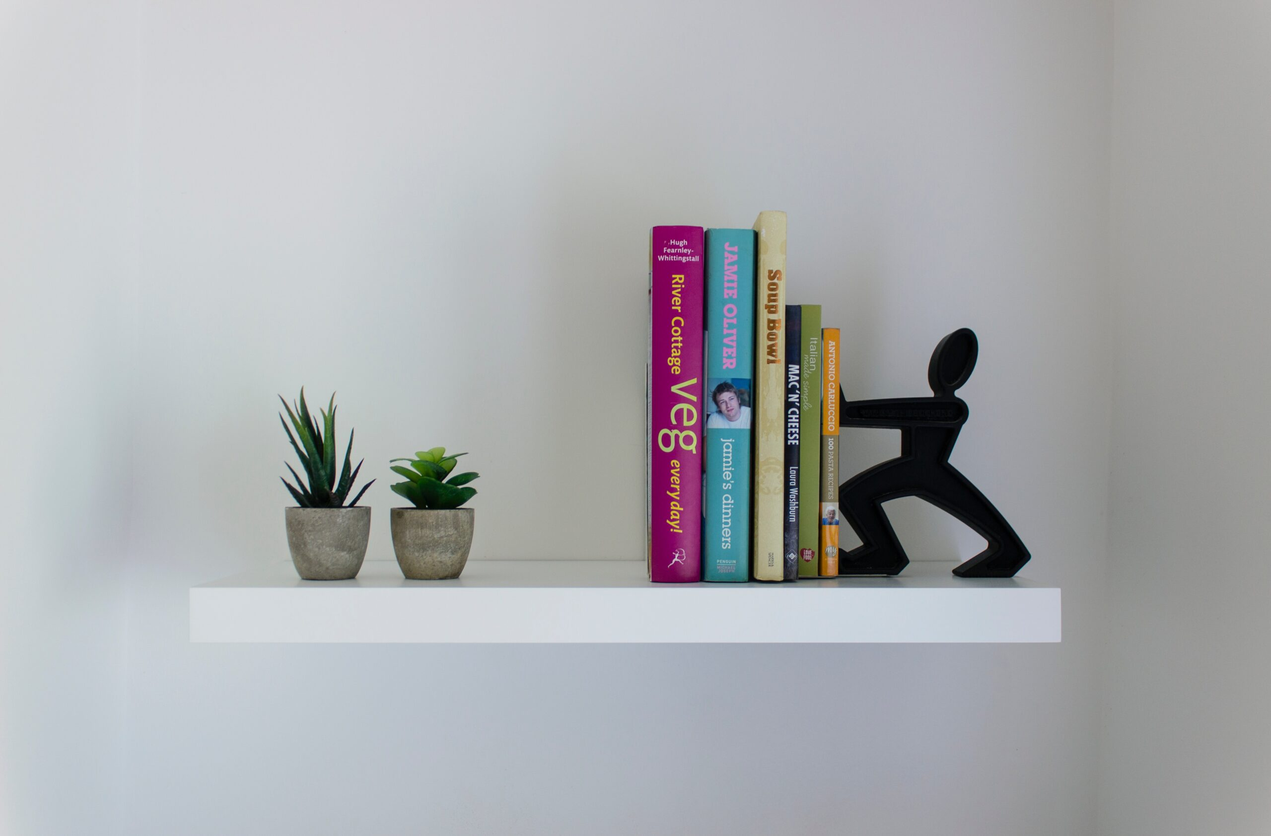 Arrange books on a bookshelf