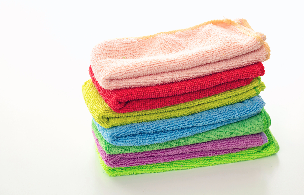 Cleaning the house using a microfiber cleaning cloth